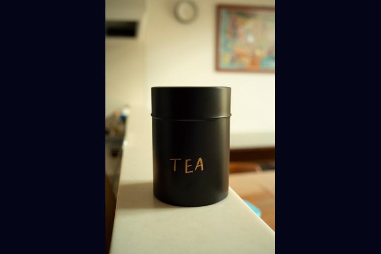 教え子からもらった思い出の品。異動時、お礼にと家業の茶筒を贈られた