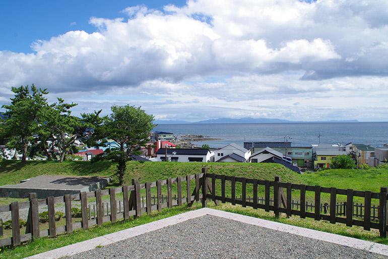#cap1-5 二重太鼓櫓跡からの眺望。海が迫る