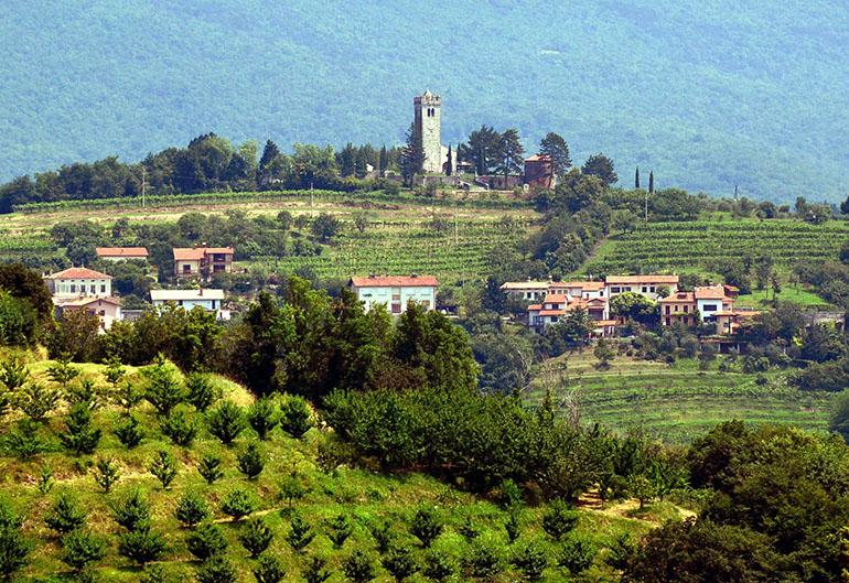なるほど、イタリアのトスカーナ地方を思わせる風景です