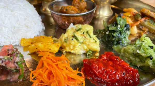 色鮮やかな副菜・タルカリも楽しいネパール料理