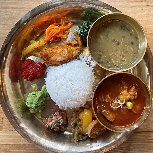ネパールでは毎日のように食べられている代表的な家庭料理「ダルバート」