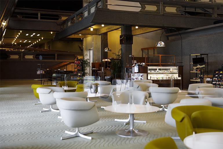 「NIWA café」では朝食やランチメニューも豊富。館内はWi-Fiやプリンター、コワーキングスペースのデスクも利用できるため、一日中仕事する人も