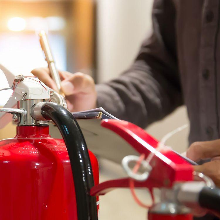 キャンピングカーの「火災」をどうやって防ぐか