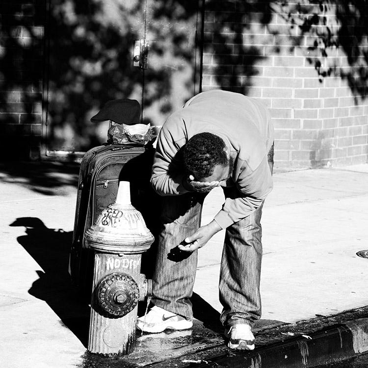 (131) そして、この男性が始めたのは 永瀬正敏が撮ったマンハッタン