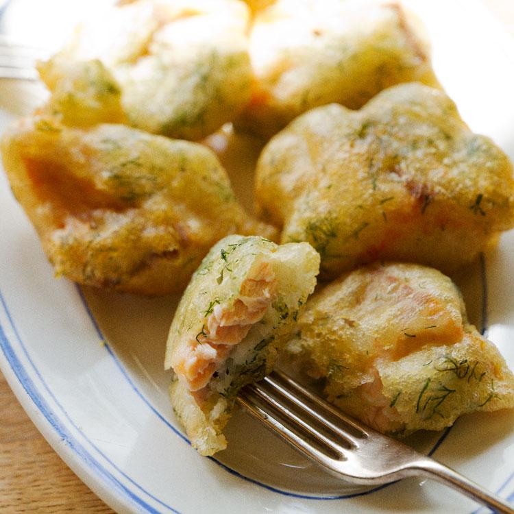 サクサク&もっちりの新食感。秋鮭のベニエ