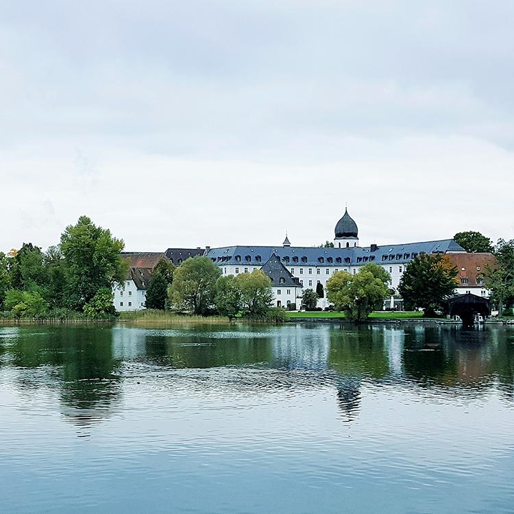 女島、バラとビールと修道院 南ドイツの島めぐり・後編