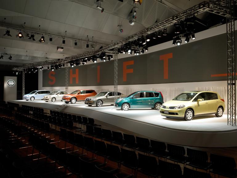 04年の国内販売6モデルの1台としてムラーノを発表