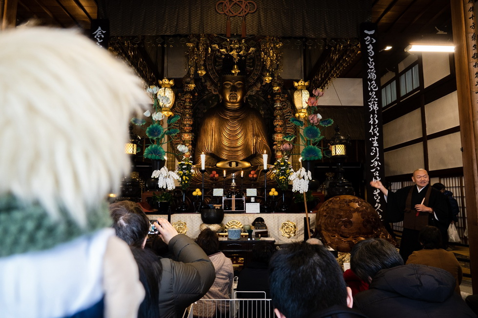 まずは転法輪寺の「京の冬の旅」非公開文化財特別公開を拝観。京都最大の木造仏という約7.5メートルの阿弥陀如来座像を公開(3月18日まで)。御室大仏はもちろん、住職の隣にある木魚のデカさにびっくり!(日本で2番目に大きいとか)
