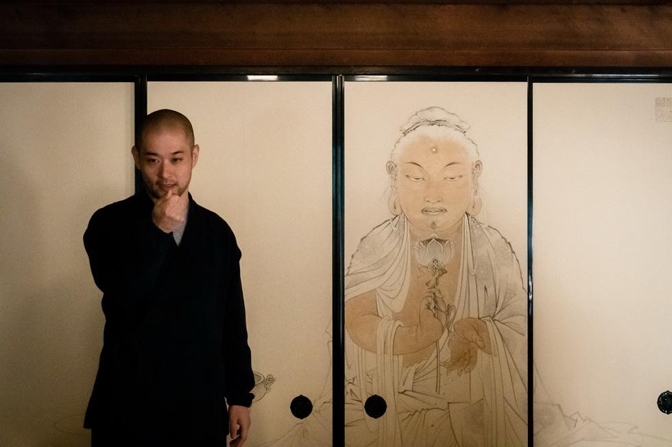 現代アートにも熱心な両足院。日本人道釈画家・七類堂天谿(しちるいどうてんけい)氏による方丈障壁画も見どころです
