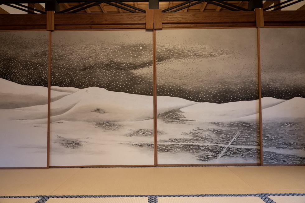 細川家にも縁がある正伝永源院だけに、元首相・細川護煕氏による障壁画も展示