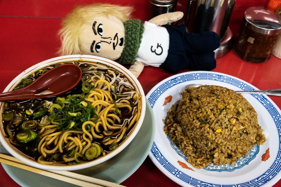 というわけで京都の夜は更けるのです。市民のソウルフードと名高い新福菜館にて中華そばとチャーハンを補給!