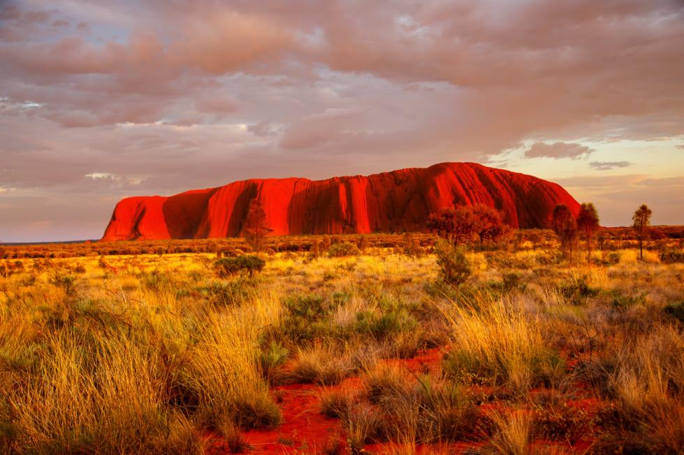 <1>刻々と色を変える神秘の一枚岩、ウルル