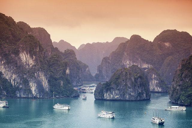 飛鳥Ⅱアジアグランドクルーズで行くベトナム&マレーシア ~アジアの情趣を感じる 潤いを湛えた絶景~