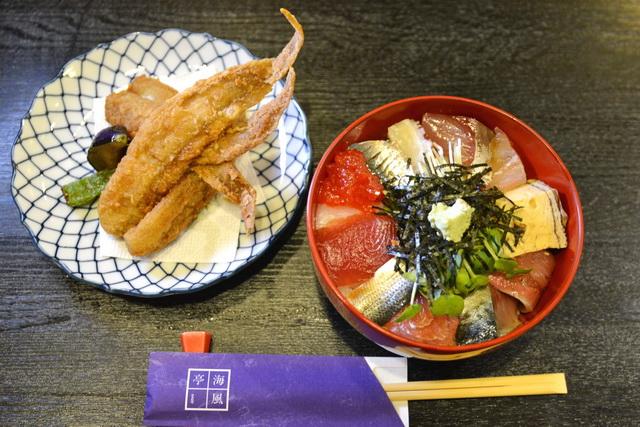 サービスランチの海鮮丼と、げんげの竜田揚げ