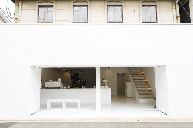 白くミニマルな空間で味わうコーヒーと時間の豊かさ 「walden woods kyoto」
