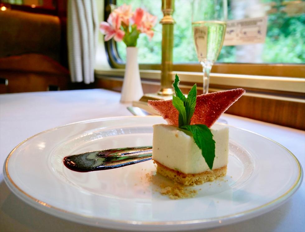 【往路】デザートは聖なる谷のコーン粉を使ったチーズケーキ