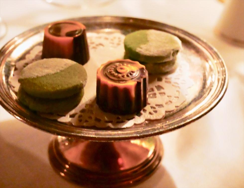【復路】食後の小菓子はチョコレートとクッキー
