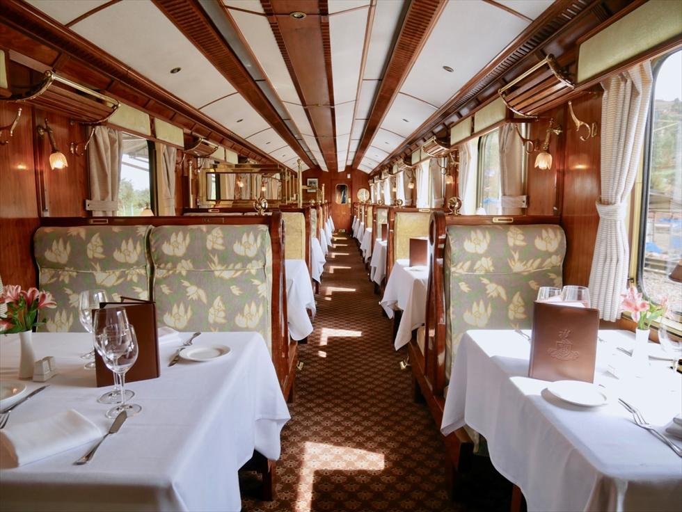 【往路】指定席を兼ねるレストランカー。個人旅行でひとり旅の場合は、ふたり席をひとりで利用できる場合がほとんどだそう