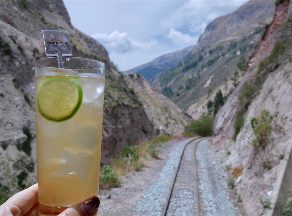 【往路】ペルーの蒸留酒ピスコは、泡立てた卵白を入れるピスコサワーとして飲むが王道ですが、近ごろはフルーツや炭酸で割ったカクテルも人気