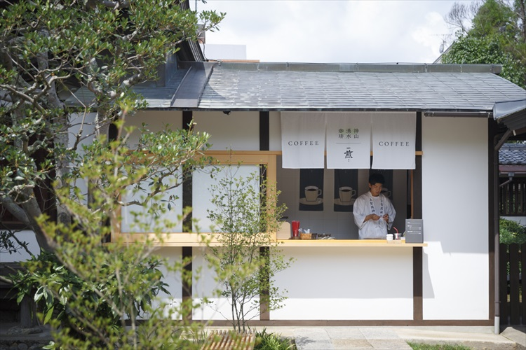 水に遊び、水を味わう。京都、夏の憩いの場「上賀茂神社」へ