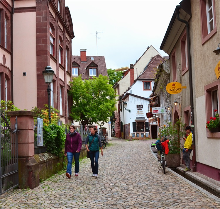愛らしい民族衣装と美しくおいしい町 ドイツ・フライブルク