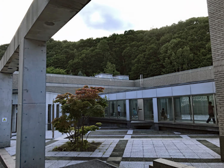 風を食べて生きるアート?! テオ・ヤンセン展を見に札幌へ
