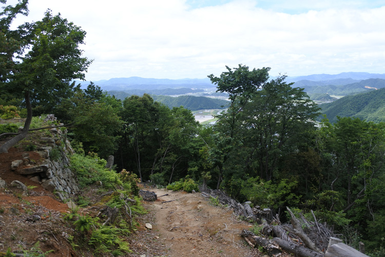 戦国から江戸へ、四つの変化が刻まれたまれな城 出石城と有子山城(2)
