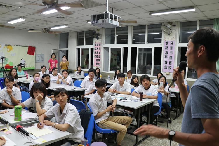 台湾一周自転車旅「環島」 高校から突然招待、温泉のグッとくる人情 (3)台南~車城