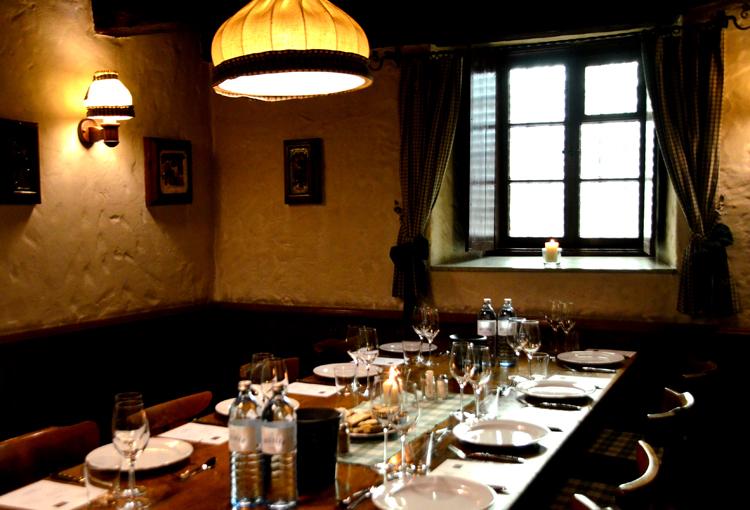 ワイン都市ウィーンで居酒屋文化「ホイリゲ」を楽しむ