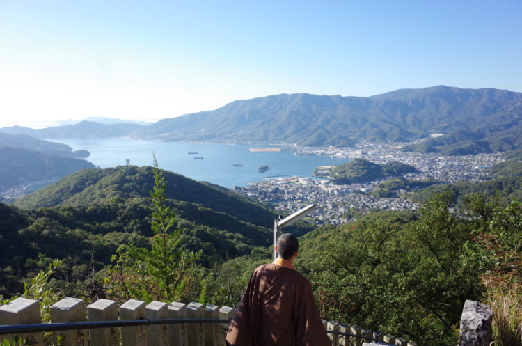 絶景を堪能し、護摩祈梼の神秘に触れる 香川・小豆島の「碁石山」