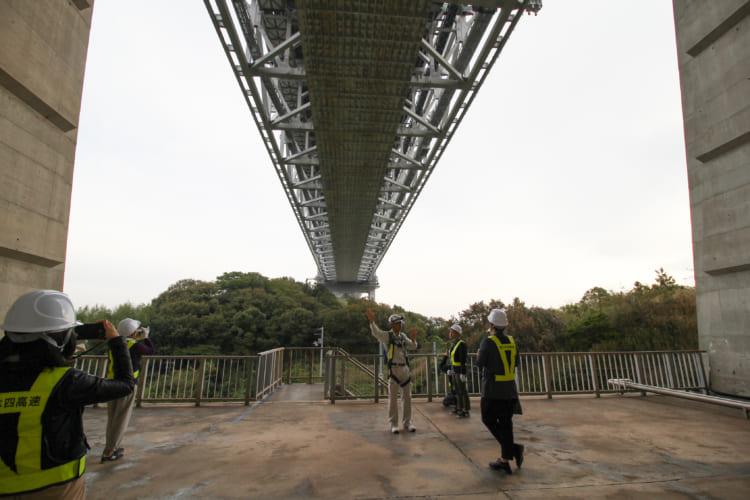 絶景? 絶叫? 海面から175メートル 瀬戸大橋のてっぺんに上ってみた