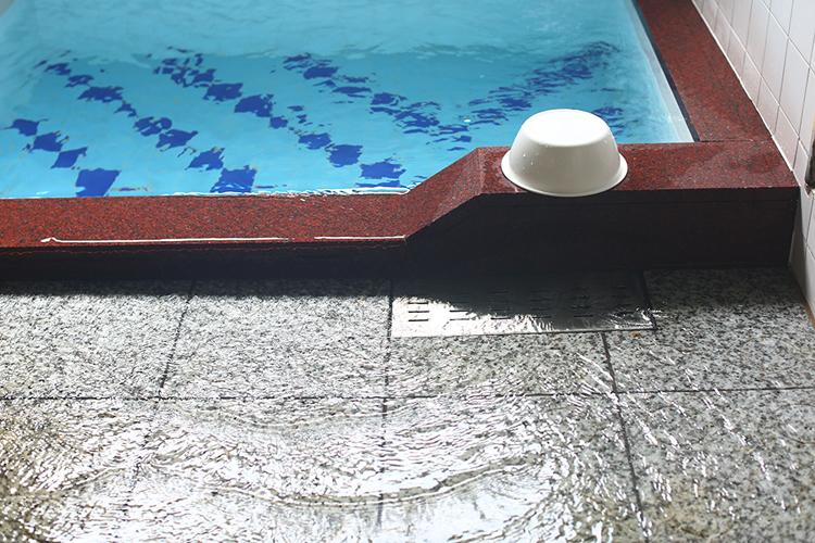 24時間掛け流しの天然水