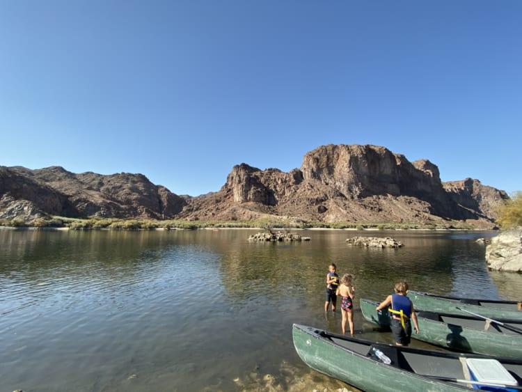 コロラド川でカヤック ネバダ州ラスベガスを拠点に大自然で遊ぶ