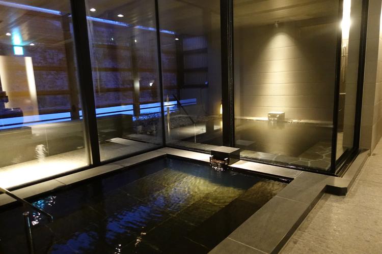 内湯と露天風呂
