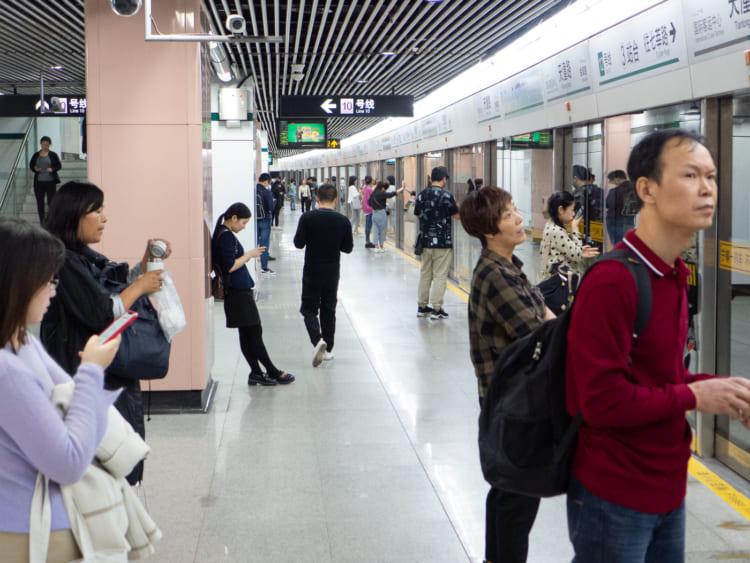 地下鉄に乗って上海南駅へ