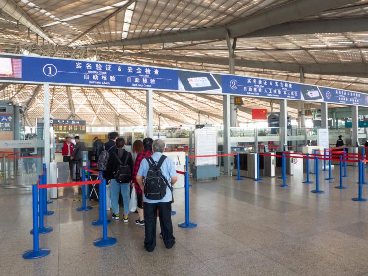 上海南駅の外国人用通路