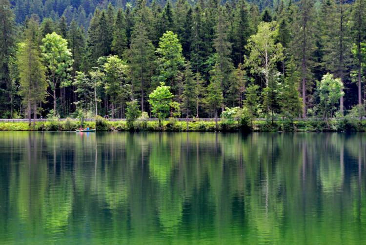 神秘的なエメラルド色の湖水にうっとり  ケーニヒス湖とオーバー湖 ドイツ