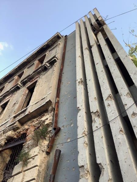 道をちょっと横に入ると、銃弾の跡でいっぱいの建物があってはっとさせられる。バルカンの旅はこの「はっとさせられる」の連続だった