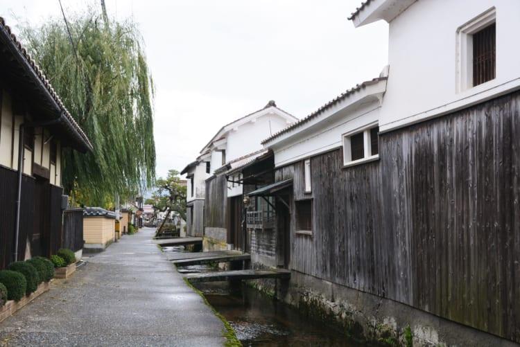 一人旅にもおすすめ 白壁土蔵が続くノスタルジックな鳥取県倉吉市の町歩き