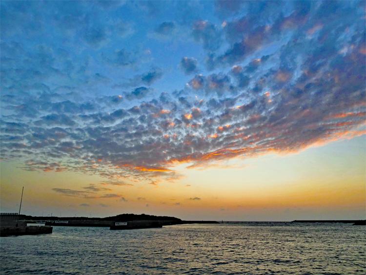 そこら中にウミガメ! 透明な海! 沖縄で最も観光客が少ない渡名喜島