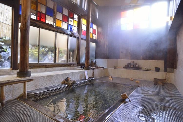 温泉+あつ湯 自家源泉と郷土料理を楽しむ 野沢温泉「村のホテル 住吉屋」