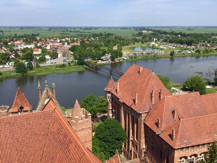 ポーランド北部の世界遺産マルボルク城で中世の世界に迷い込む