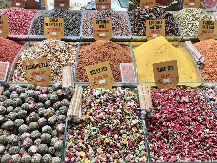 トルコ女性の美と元気を支える「バラ」と「泡」の日々