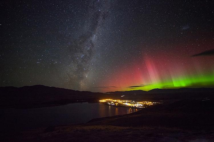ミルキーブルーのテカポ湖で、満天の星空観察を夢見て ニュージーランド