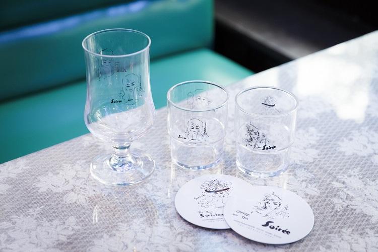 グラスやコースター