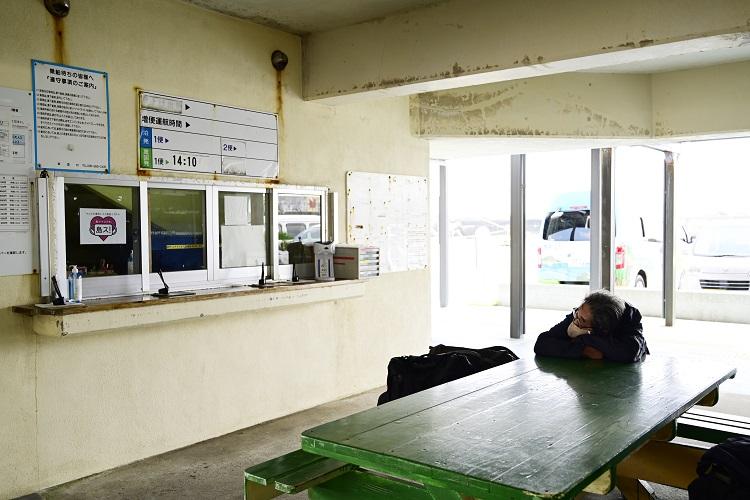 いよいよ最後の粟国島へ 沖縄の離島路線バスの旅13