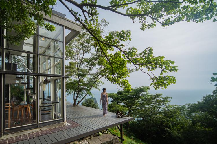 サルの楽園、南伊豆・波勝崎 民泊の別荘から眺める大海原