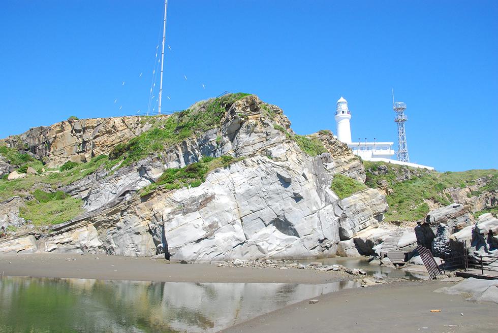 関東最東端の灯台がランドマーク 地層が面白い千葉・犬吠埼