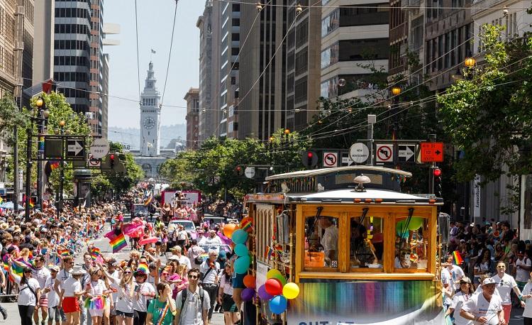 性的少数者(LGBT)やその支持者による「プライド行進」(サンフランシスコ観光協会提供)