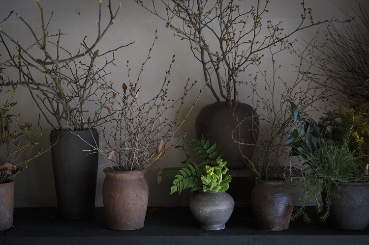 枝物や切り花を1本から購入することも可能。写真は店舗改装前の空間